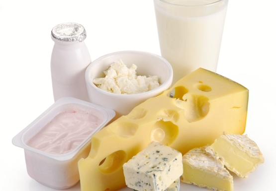 Spożywaj codziennie przynajmniej jedną porcję jogurtu, sera lub płynu niezawierającego krowiego mleka
